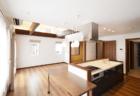 白を基調にしたシンプルで明るい家